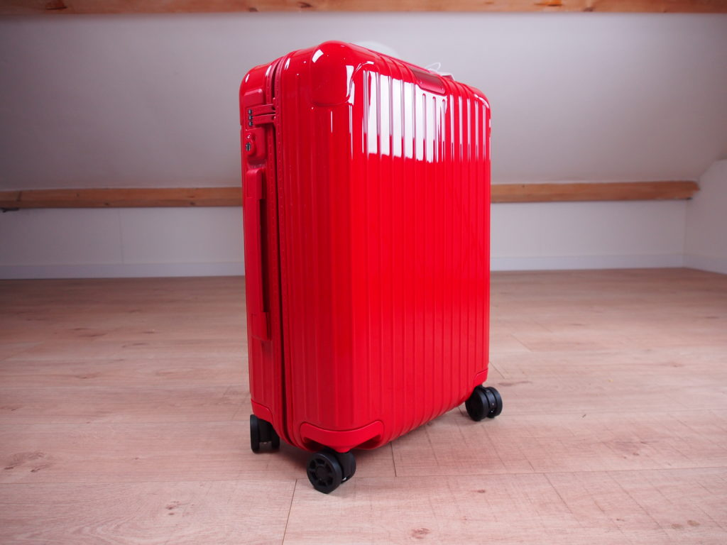 Rimowa Essential Cabin S Gloss Red
